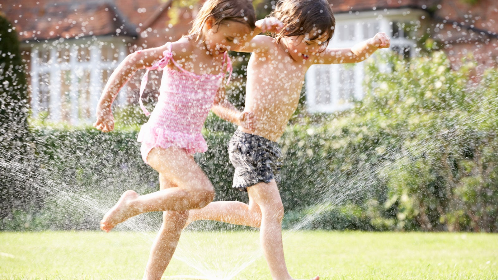 Hydration tips for kids using some non-toxic and natural products